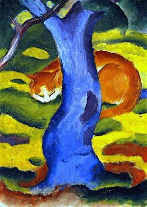 Gatos detrás de un árbol