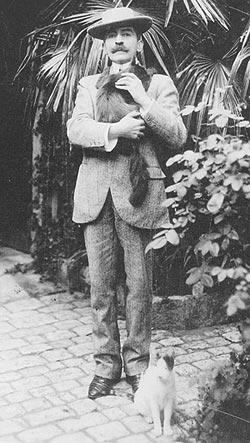 Pierre Loti con dos de sus gatos