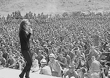 Cantando ante los soldados en Vietnam (Gira 1968-69)
