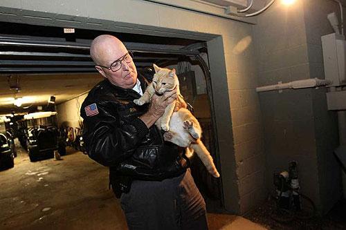 El guarda de seguridad Gary Reno con Candy