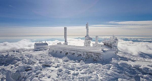 El observatorio nevado y helado
