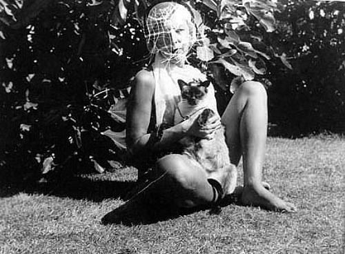 Claude Cahun y gato (1938)