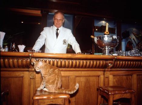 Carmen y el barman