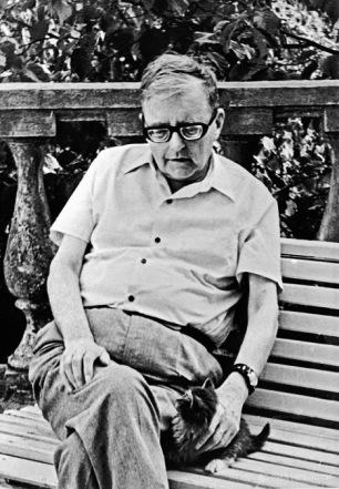 Dmitri Shostakovich con gatito