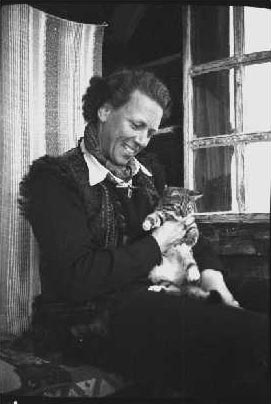 Ella Maillart y gato