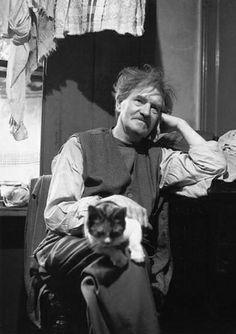 Sentado con un gato