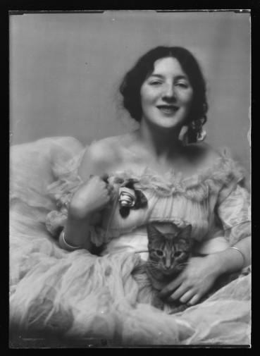 El gato Buzzer y Audrey Munson