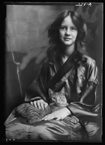 El gato Buzzer y Jocelyn Stebbins