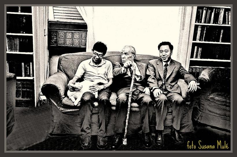 Con dos oficiales de la Embajada china y Beppo