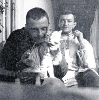 Paul Klee con el gato Fritzi y su amigo, el pintor Hans Reichel