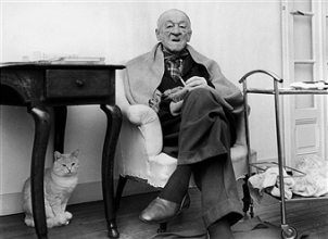 El escritor Blaise Cendrars y el gato Legión